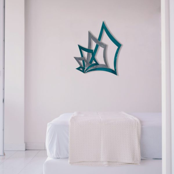 teal-poker-hand-2.0-in-bedroom-scaled